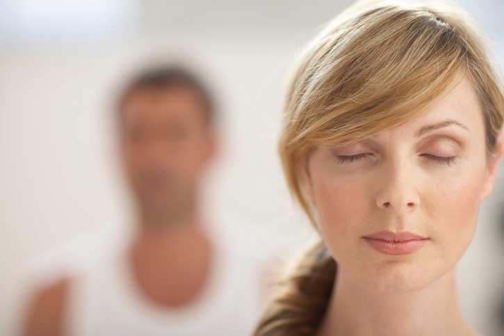 l'hypnose pour traiter la peur des autres